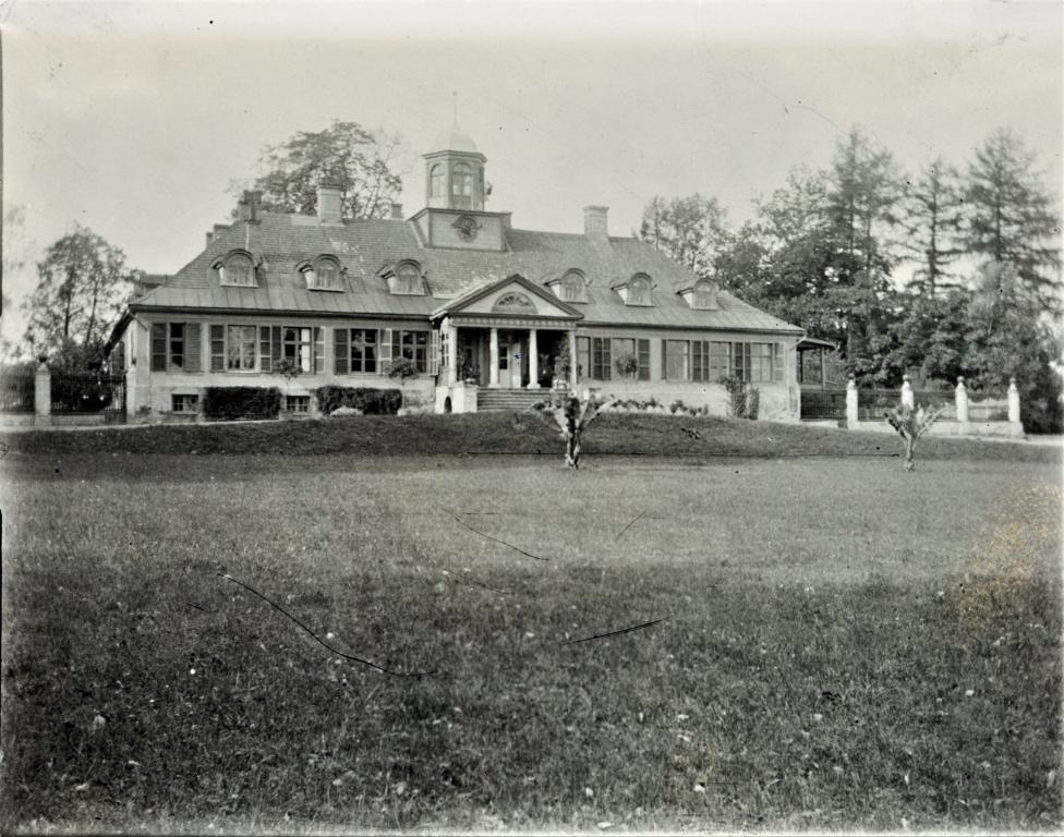 Drabešu muižas kungu māja 1905.gada septembrī. Foto no LVVA, 2748.f., 1.apr., 93.l., 78.lp.
