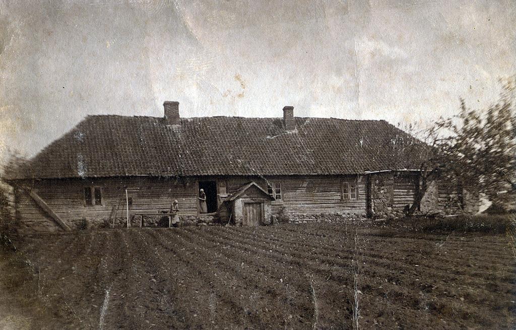Baltais krogs. 20.gs. sākuma uzņēmums. Attēls no Valmieras muzeja krājuma. VlNM 21856.