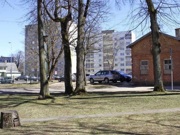 Kādreizējā M.E. fon Hallartes Jēra kalna īpašuma – brāļu draudzes semināra/saiešanas – vieta mūsdienās. Valmiera. 2019.g. aprīlis. V.Grīviņa foto.