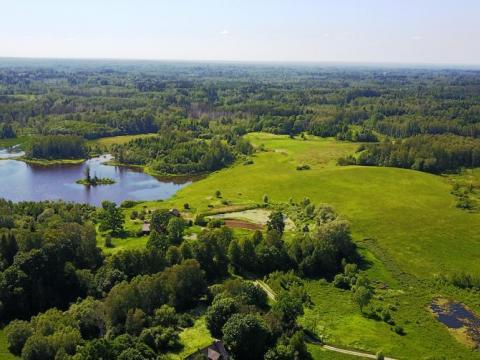 Sermuļu saimniecības un apkārtējā ainava. 2019.gada 19.jūnijs. V.Grīviņa foto.