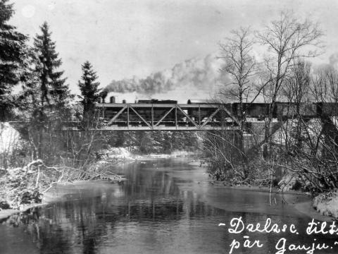 Jaunpiebalgas dzelzceļa tilts. 1930. gadi.