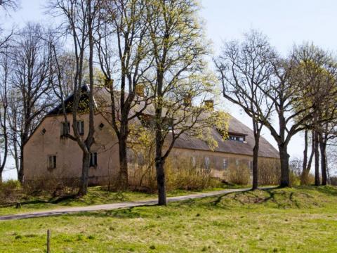 """""""Randavas"""" - Rubenes draudzes skolas ēka. 2020.g. 1.maijs. V.Grīviņa foto."""
