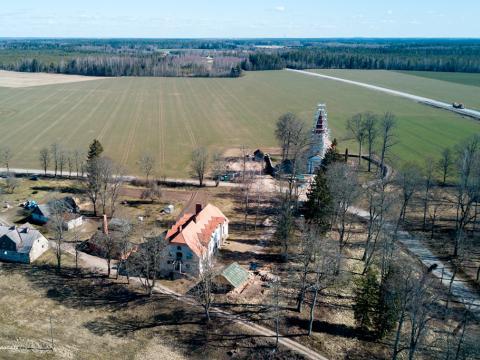 Rubenes baznīca un mācītājmuiža skatā no putna lidojuma. Kocēnu pagasts. 2020.g. 26.marts. V.Grīviņa foto